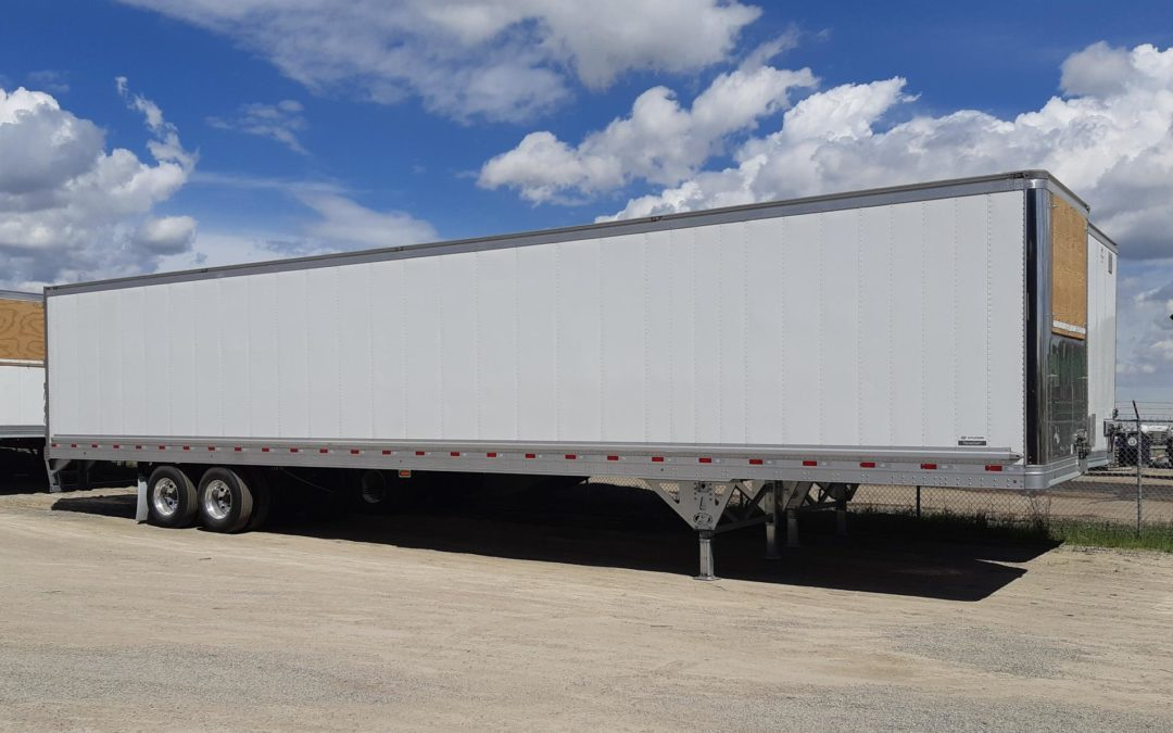 What Are The Benefits of Transporting With Enclosed Trailers